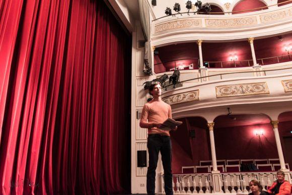 Jonas Steiner stellt das Theater vor