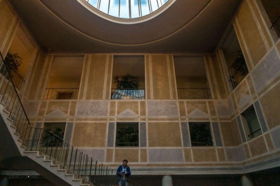 Treppenhaus mit Lichtgang