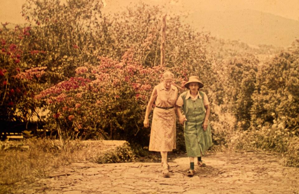 Frieda Wohlrab (rechts) und Agnes Rösler