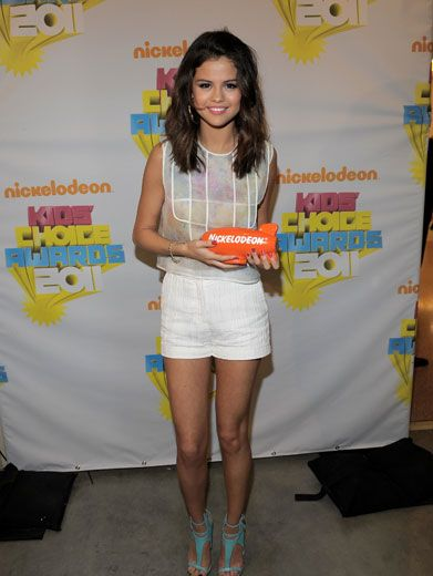 You Go Gomez!|This sassy gal took home a big orange blimp for winning Favorite TV Actress!