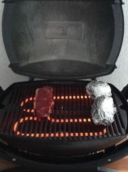 Das erste Gericht... Steak mit Folienkartoffeln