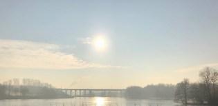 Obersee... Die Sonne geht über dem Viadukt auf.
