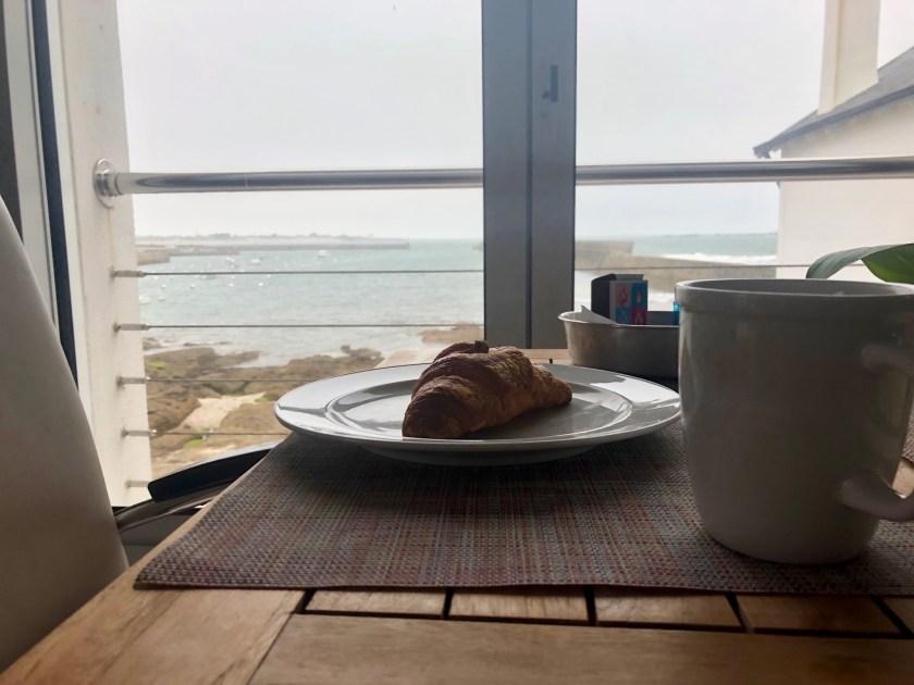 Croissant mit Meerblick
