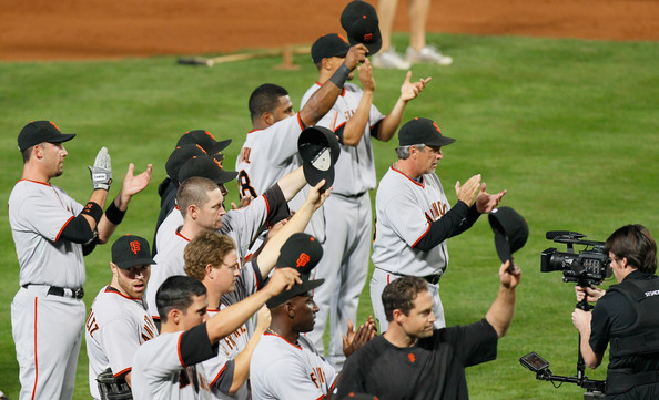 Giants tip their caps and applaud Bobby Cox.