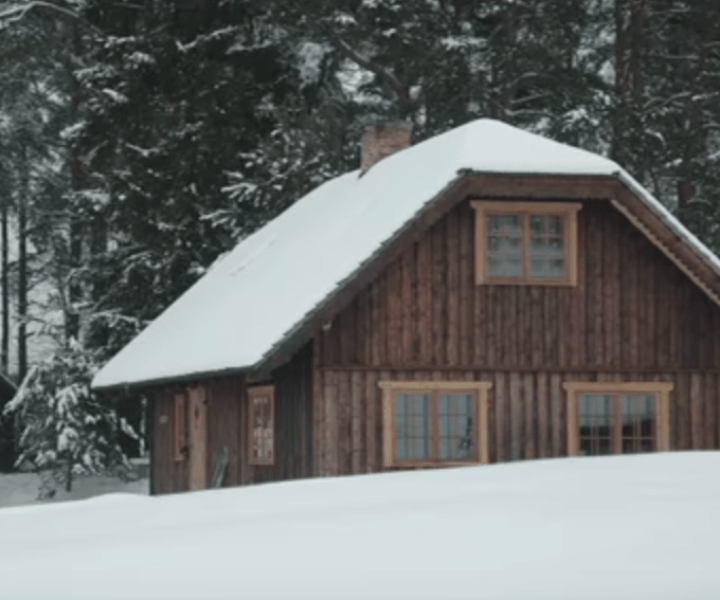 Building Your Own Log Home With Hand Tools