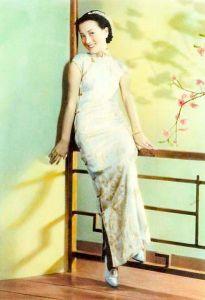 qipao, from wikimedia, 410px-Zhou_Xuan_by_C.H.Wong_Photo_Studio