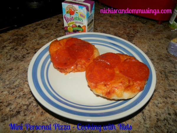 Mini Personalized Pizza - Cookign with Kids