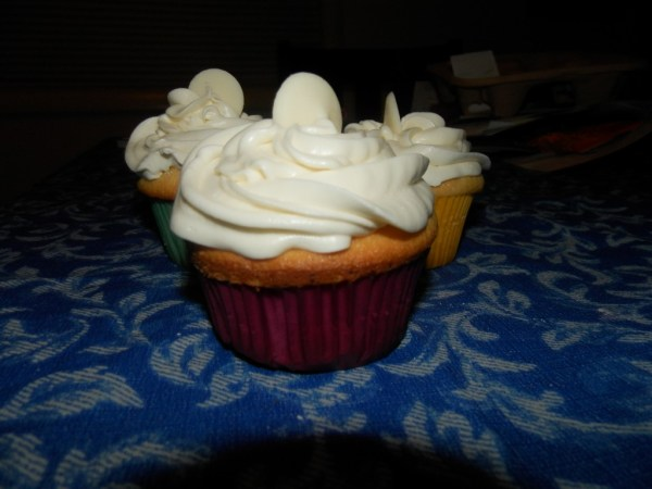 Cupcake with White Chocolate Cream Cheese Frosting