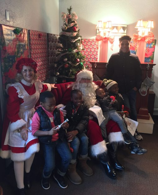 Enjoy Breakfast with Santa at Hersheypark Place