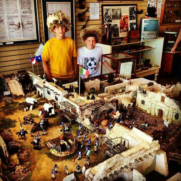 This Alamo diorama is a great example of hands-on projects that make history fun! Click here for many more ideas...