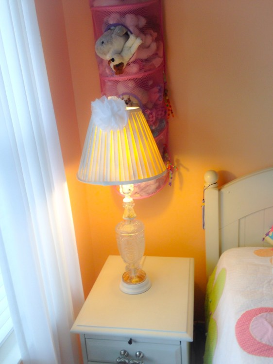 Thrift Shop Makeover. . .From dated 70's to Classic Chic: Spray Paint and 5 minute DIY Lampshade Ornament
