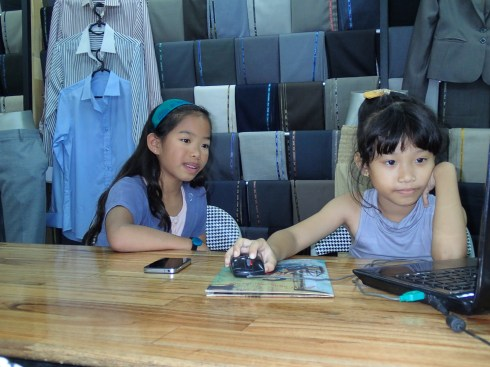 Rae and the daughter of Pam's favorite tailor in Hoi An.