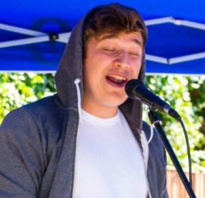 Dan Eagle singing