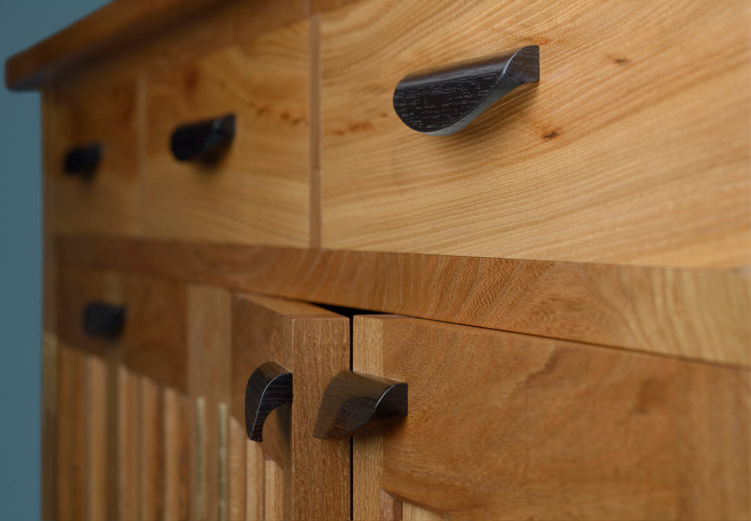Budleigh cabinet - handles details