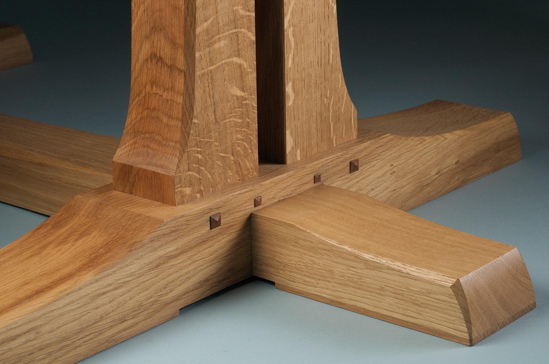 Farnham dining table - foot detail