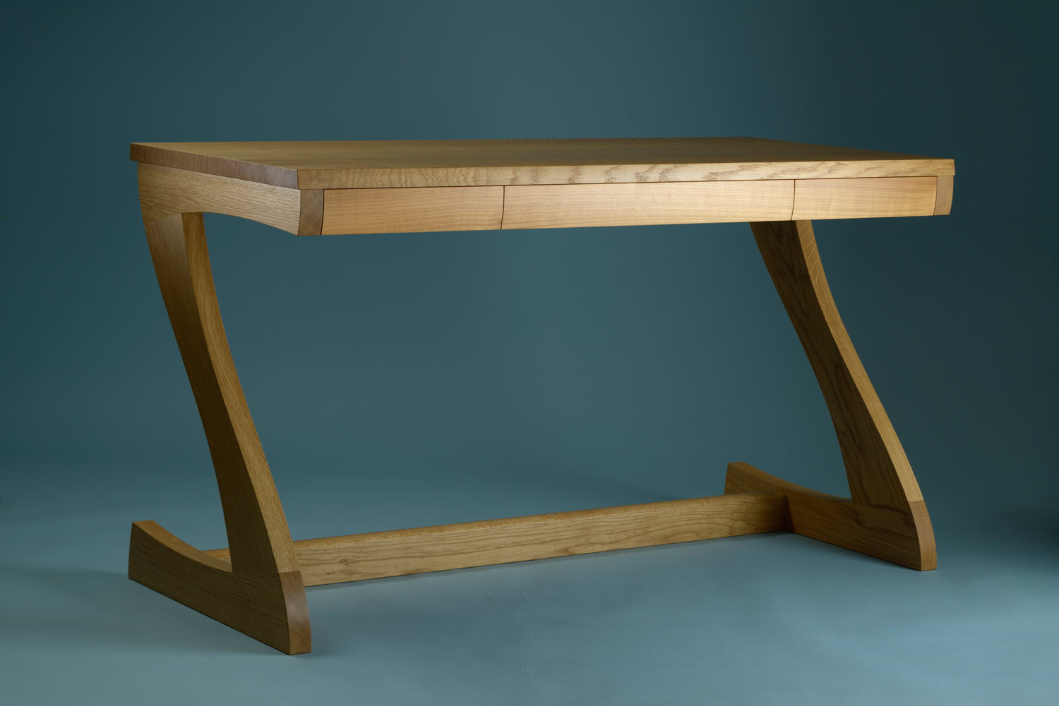 'Z-desk' in oak and English cherry