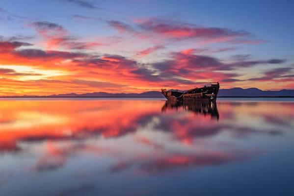 Sunrise in Motueka New Zealand photo by Nico Babot
