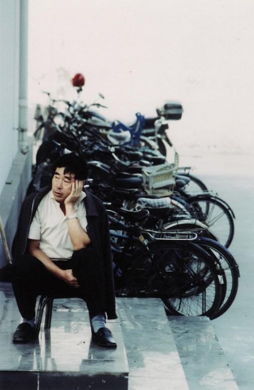 Quelque part dans les environs de Pekin, à la sortie d'une usine...
