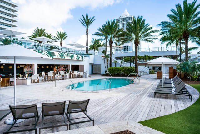 Playabar and Pool at Playabar