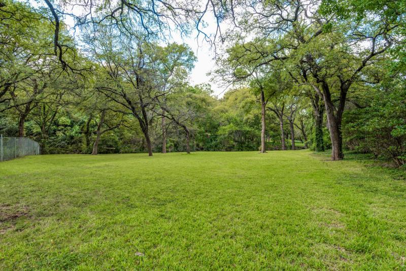 9122 Inwood Rd Dallas TX 75209-large-022-18-InwoodDallasTexasTrueHomesPhot-1499x1000-72dpi
