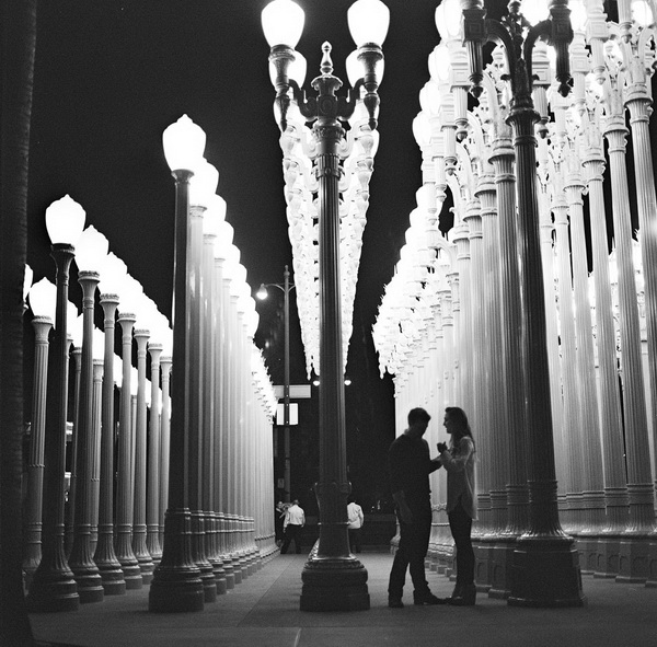 engagement-photographs-LACMA-nicole-caldwell