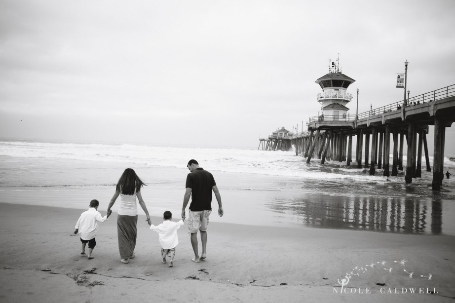 Huntinton_beach_pier_locations_for_family_photographs_nicole_caldwell_studio01