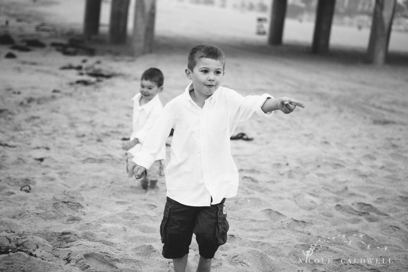 Huntinton_beach_pier_locations_for_family_photographs_nicole_caldwell_studio11