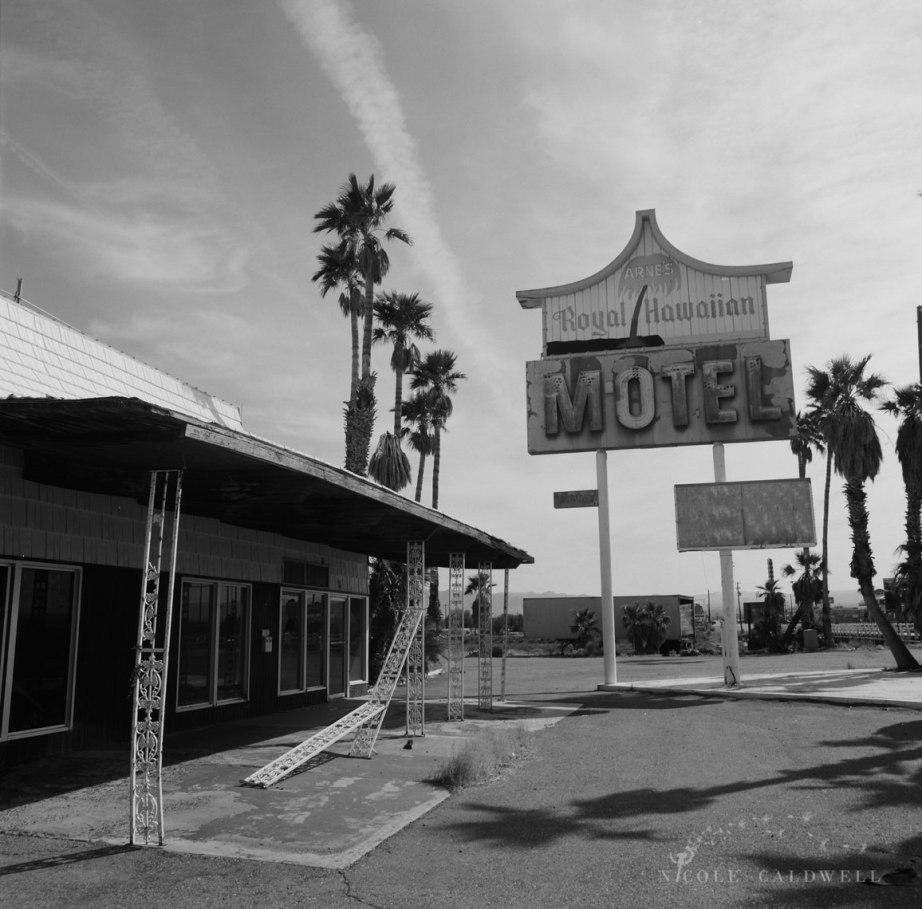 royal-hawaiian-motel-baker-california-07