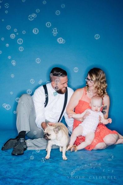 bright-colored-backdrop-studio-family-photo-ideas-nicole-caldwell-18
