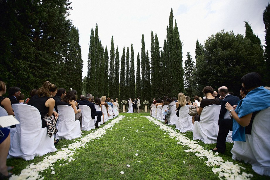 Tuscany_wedding_italy_destination_photographer_nicole_caldwell17