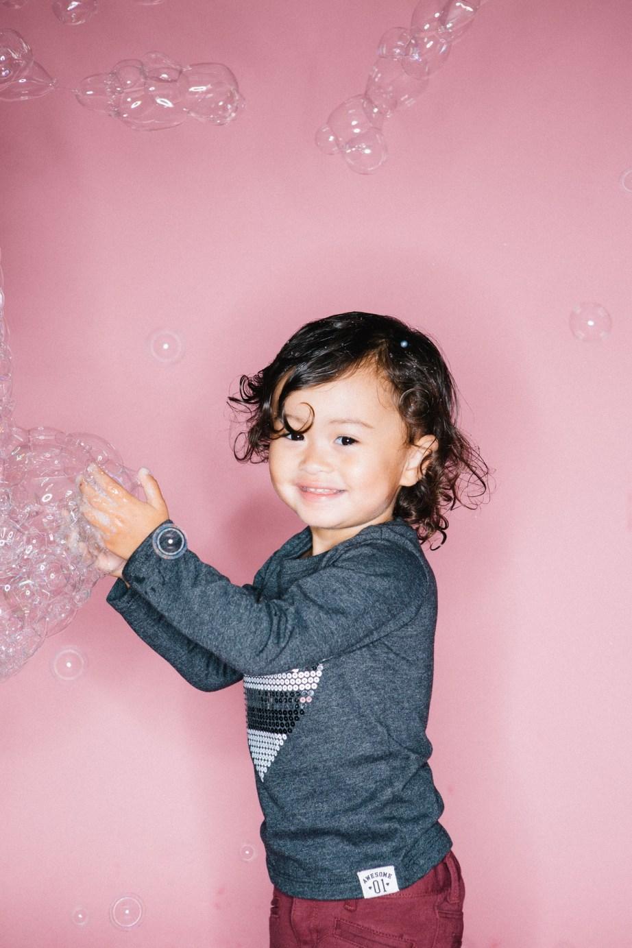 kids in bubbles photography studio nicole caldwell 04