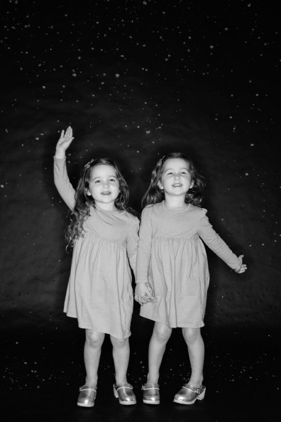 photos of twins in studio 05