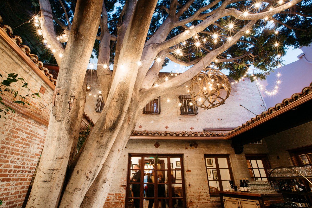 carondelet house courtyard wedding
