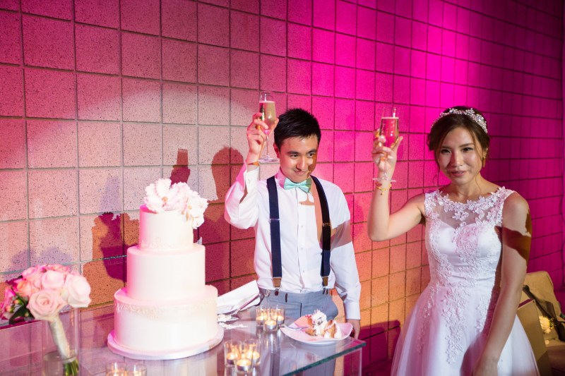 seven degrees wedding laguna beach photographer nicole caldwell cake cutting