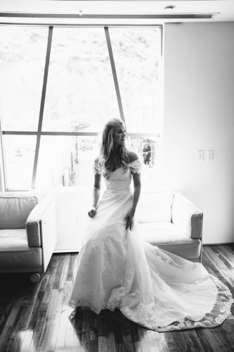 laguna beach wedding venue seven degrees photographer nicole caldwell bride in bridal suite