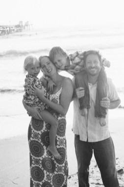 family photographer san clemente pier nicole caldwell 02