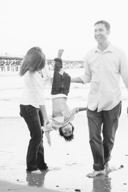 family photographer san clemente pier nicole caldwell 15