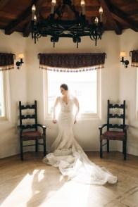 casa romantica san clemente wedding photographer artistic bide in window
