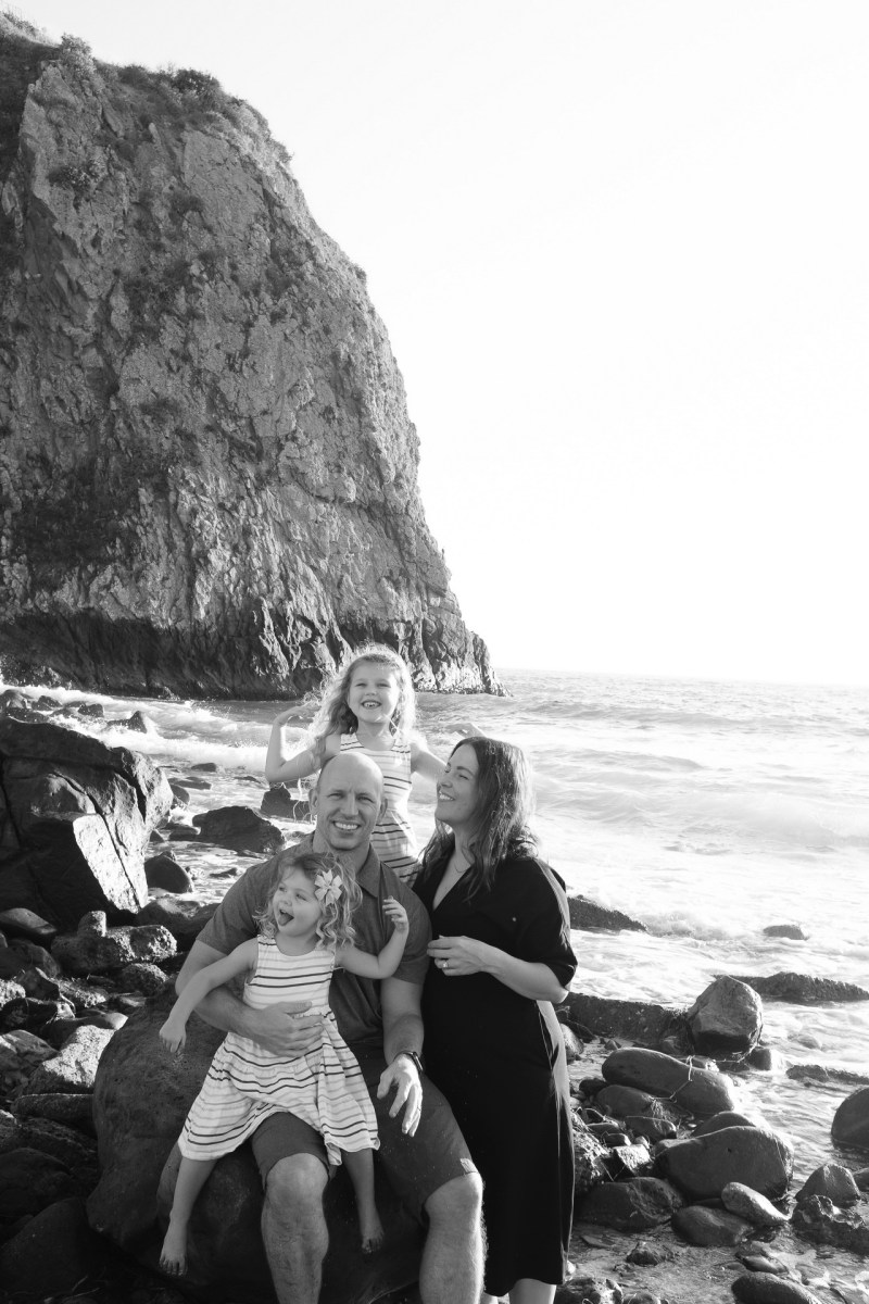 laguna beach family photographer nicole caldwell 07 cyrysal cove candid journalistic