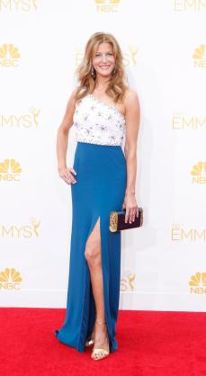 I love this dress! The blue looks lovely with her skin.
