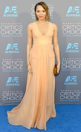 """The """"Selma"""" star looked absolutely beautiful in this peach dress."""