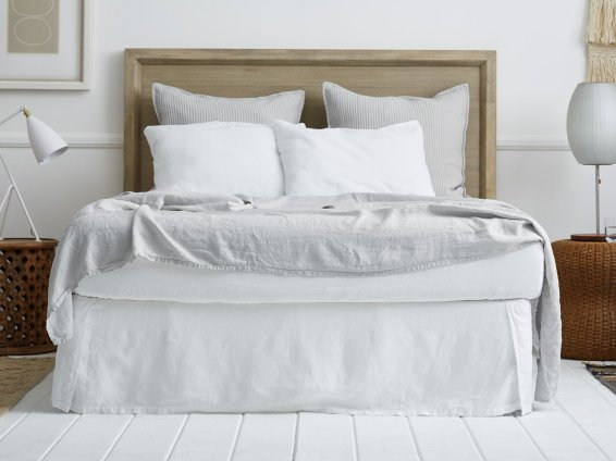 linen-bed-skirt-white-000-3_1440x