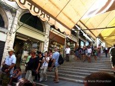 Shop on Rialto Bridge