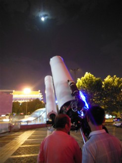 Everyone had telescopes to see the Moon and Saturn!