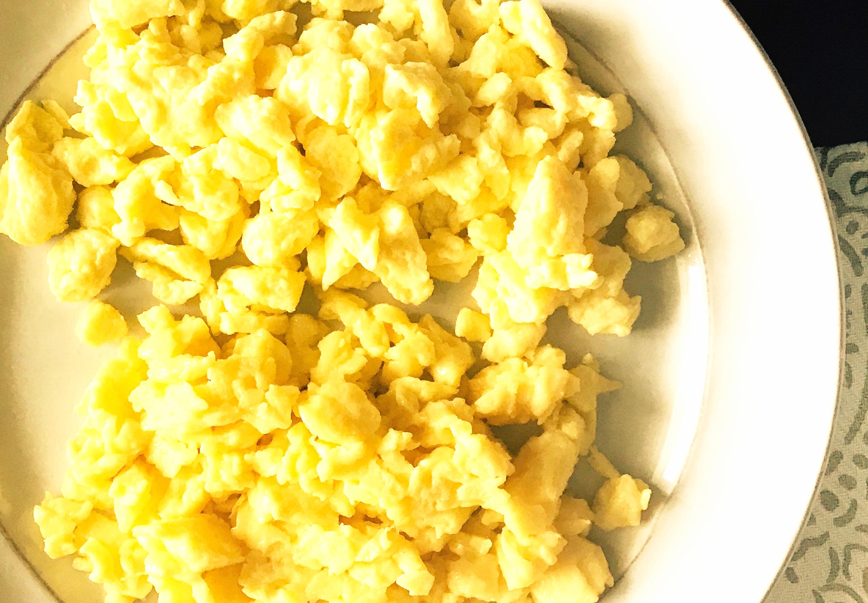 Scrambled Eggs: Milk or Cream?