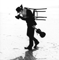 12_tom_waits_by_anton_corbijn_carlifornia_dillon_beach_2002