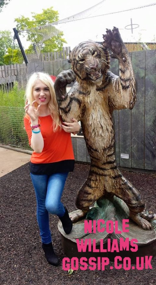 nicole-williams-has-a-day-out-at-london-zoo
