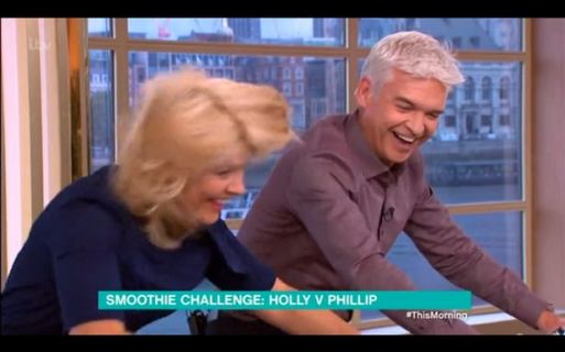 holly-willoughby-nearly-spills-smoothie-out-of-her-nose-after-she-gets-competitive-with-phillip-schofield-2