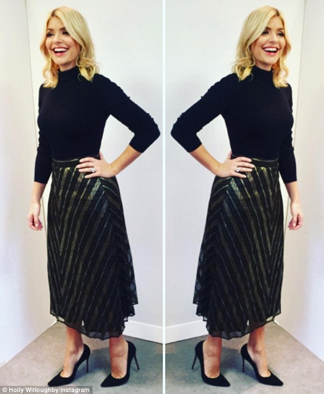 Holly Willoughby Stuns In Christmasy Gold Skirt On This Morning