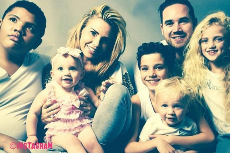 Katie Price Announces New Tell All Reality Show About Her Family!